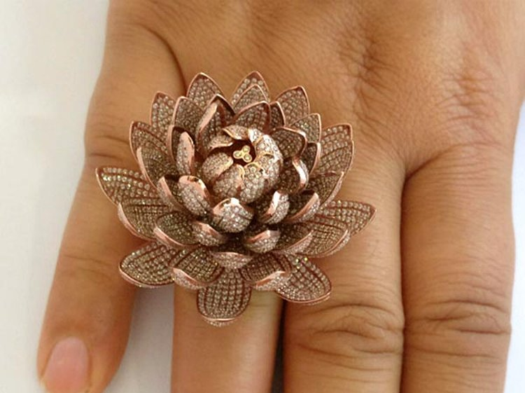 934803c90 'Lotus Ring' Smashes Guinness World Record for the Most Diamonds Set in a  Ring. '